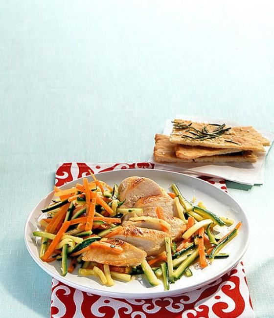 Hähnchenbrust mit Gemüsesalat
