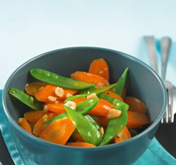 Möhren-Zuckerschoten-Gemüse