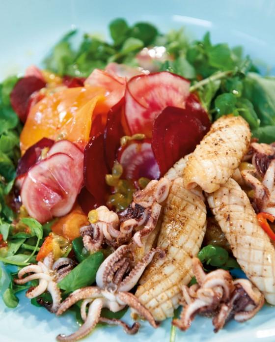 rote bete salat mit calamaretti rezept essen und trinken. Black Bedroom Furniture Sets. Home Design Ideas