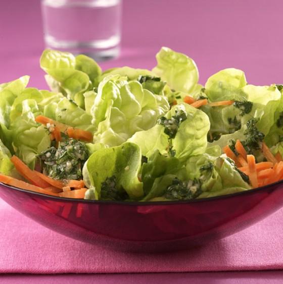 Salat mit Kräuterdressing