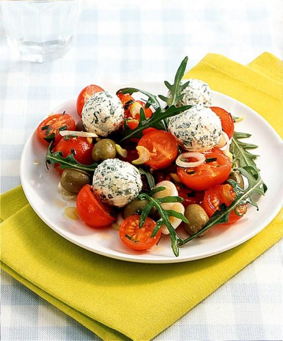 Tomatensalat mit Joghurtbällchen