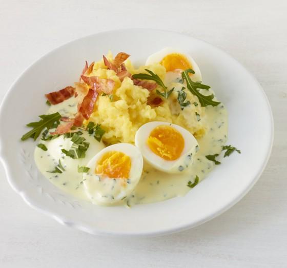 Wachsweiche Eier mit Rauke-Senf-Sauce