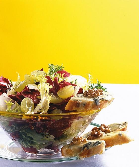Wintersalat mit Nuss-Crostini