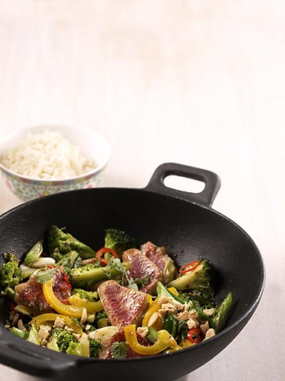 Wok-Gemüse mit Fisch