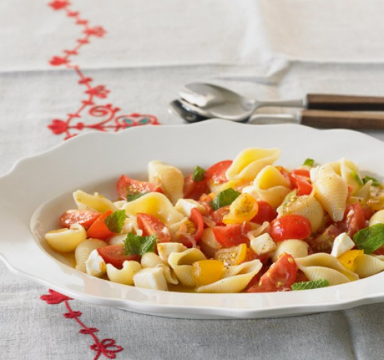 lauwarmer nudelsalat gesunde salate 11 essen trinken. Black Bedroom Furniture Sets. Home Design Ideas