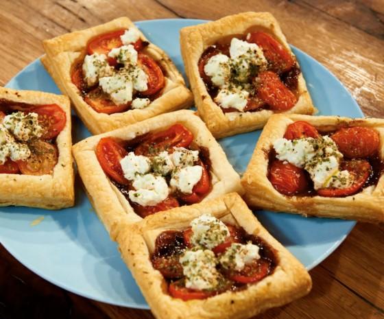tomaten ziegenk se tarte rezepte f r die sommerparty 13 essen trinken. Black Bedroom Furniture Sets. Home Design Ideas