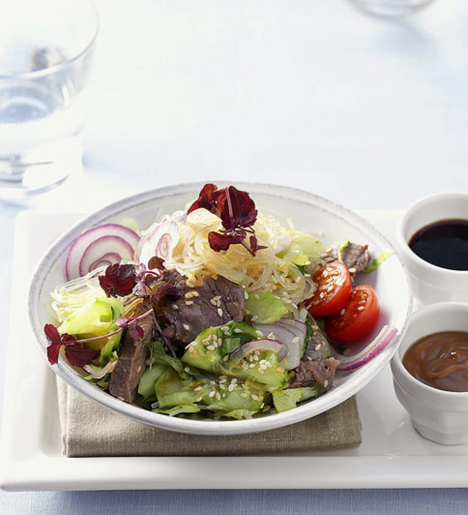 Salate essen und trinken
