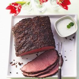 Pfeffer-Roastbeef mit Minzsauce