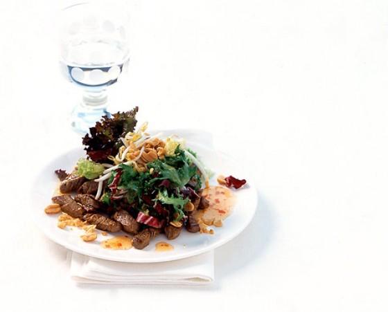 Asia-Salat mit Rinderfilet