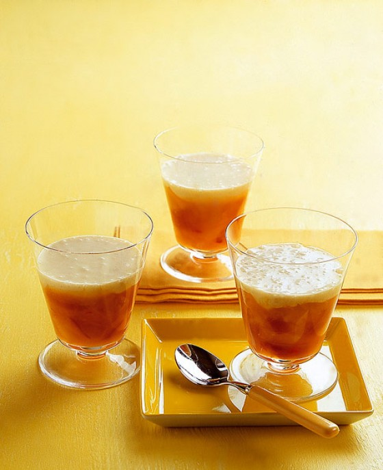 Chili-Pfirsichkompott mit Vanillesauce