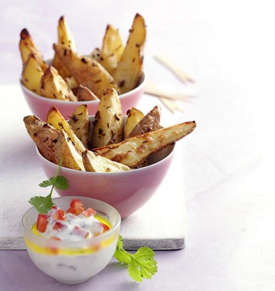Kartoffelspalten mit Sauerrahm-Quark-Dip