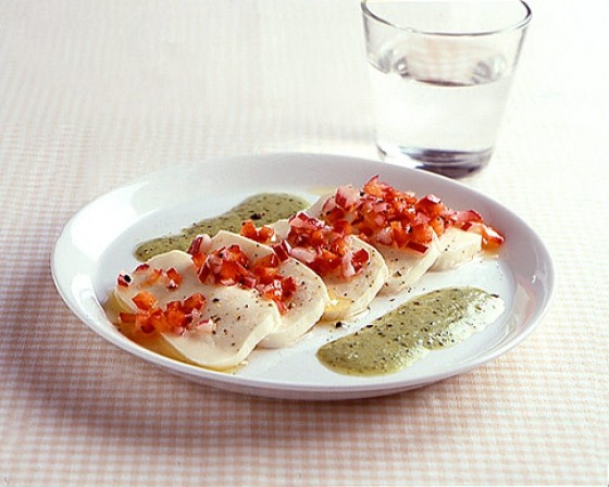 Mozzarella mit Paprikasalat