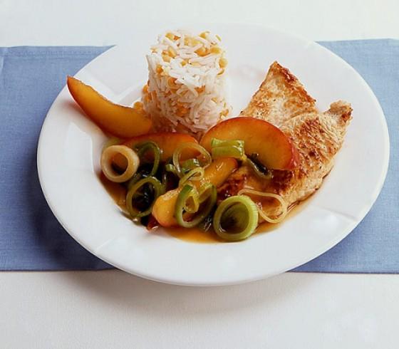 Putenschnitzel mit Apfel-Porree-Gemüse