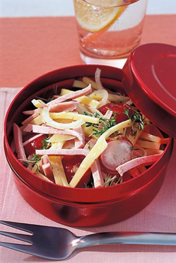 Radieschen-Käse-Salat