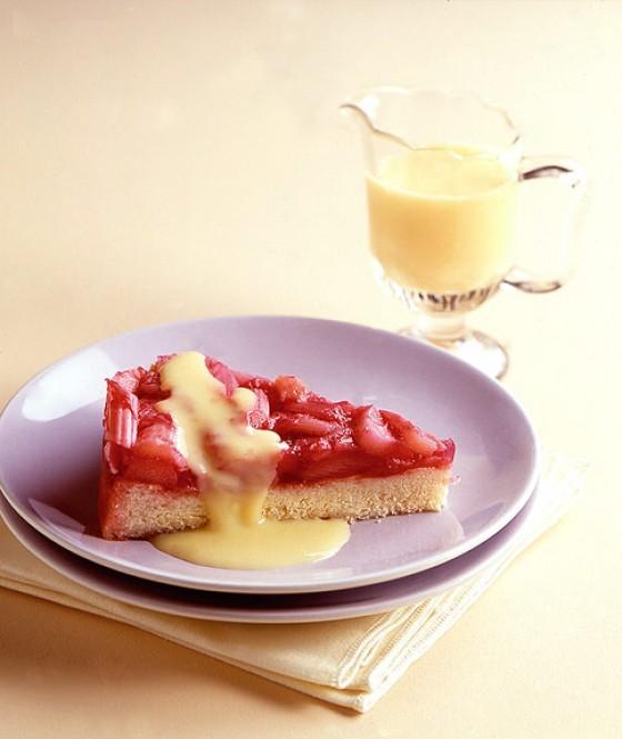 Rhabarberkuchen mit Vanillesauce
