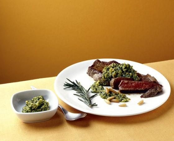 Rib-Eye-Steak mit Salsa verde
