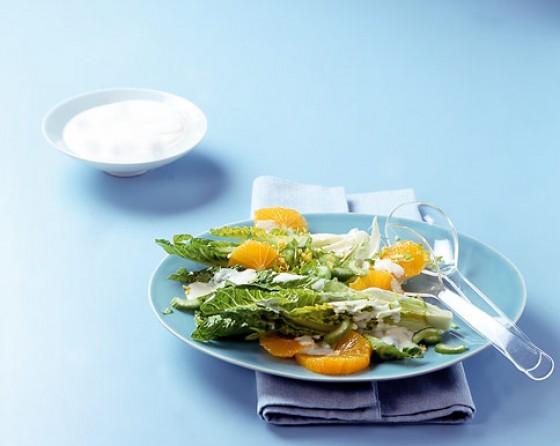 Römersalat mit Joghurt-Orangen-Dressing