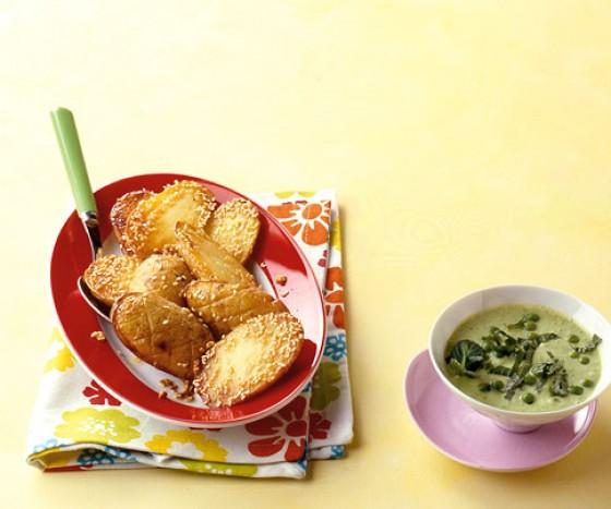 Sesamkartoffeln mit Erbsen-Minze-Dip
