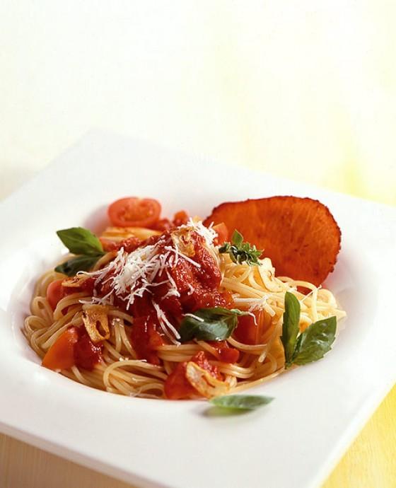 spaghettini mit tomatensauce rezept essen und trinken. Black Bedroom Furniture Sets. Home Design Ideas