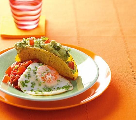Tacco-Schalen mit Avocado und Spiegelei