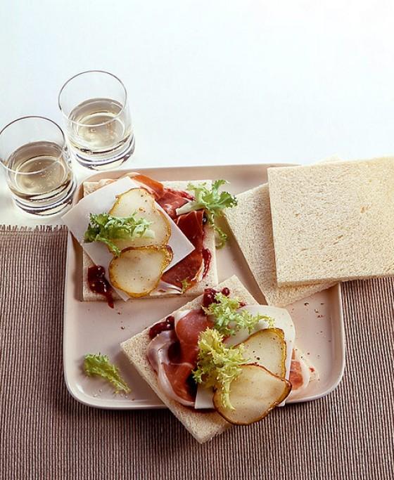 Tramezzini mit Parmaschinken und Birnen