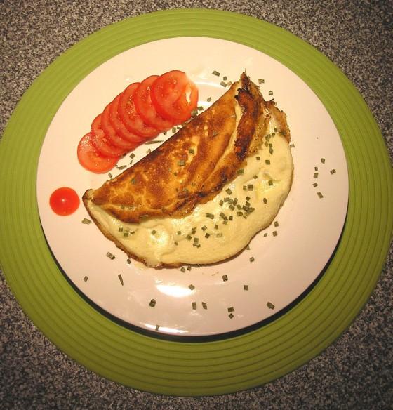 omelette mit camembert f llung rezept essen und trinken. Black Bedroom Furniture Sets. Home Design Ideas
