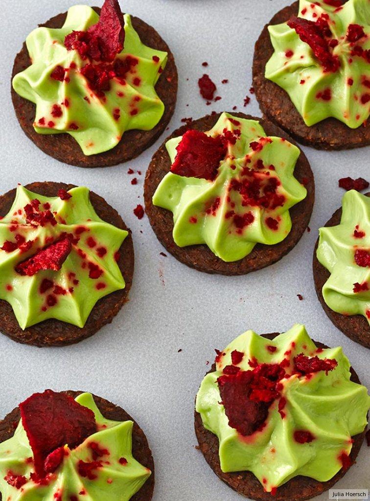 avocado chili taler mit rote bete chips rezept essen und trinken. Black Bedroom Furniture Sets. Home Design Ideas