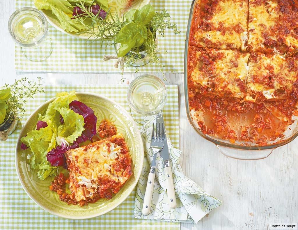 lasagne mit blattsalat rezept essen und trinken. Black Bedroom Furniture Sets. Home Design Ideas