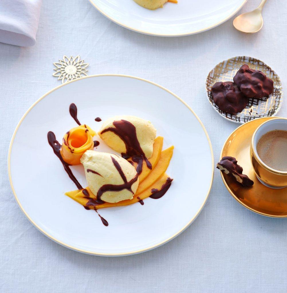 mango mousse mit schoko sauce rezept essen und trinken. Black Bedroom Furniture Sets. Home Design Ideas