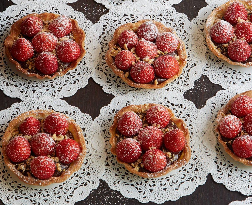 rezepte kuchen geb ck mit erdbeeren essen und trinken. Black Bedroom Furniture Sets. Home Design Ideas