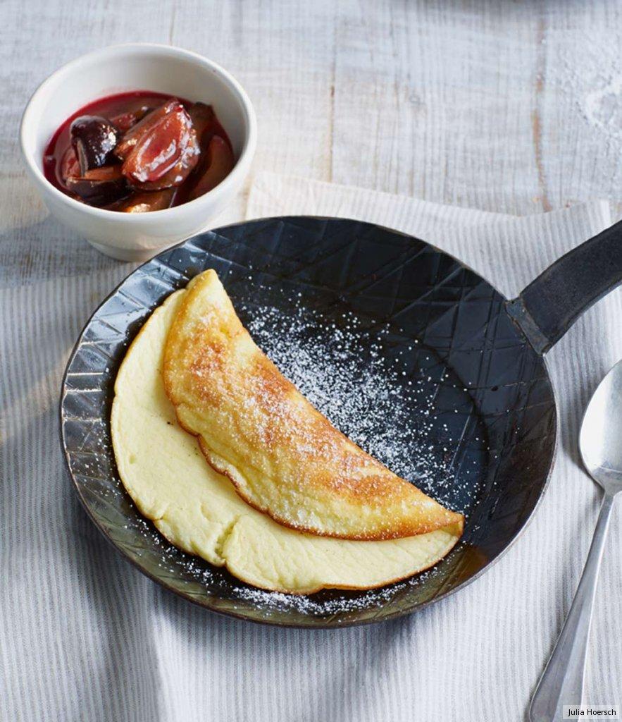 quark omelette mit zwetschgen rezept essen und trinken. Black Bedroom Furniture Sets. Home Design Ideas