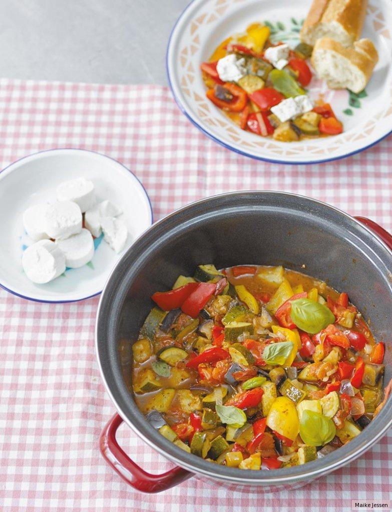 Ratatouille salat essen und trinken