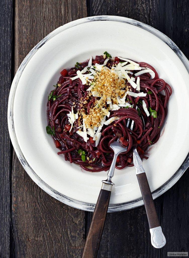 rotwein pasta mit knusperbr seln rezept essen und trinken. Black Bedroom Furniture Sets. Home Design Ideas