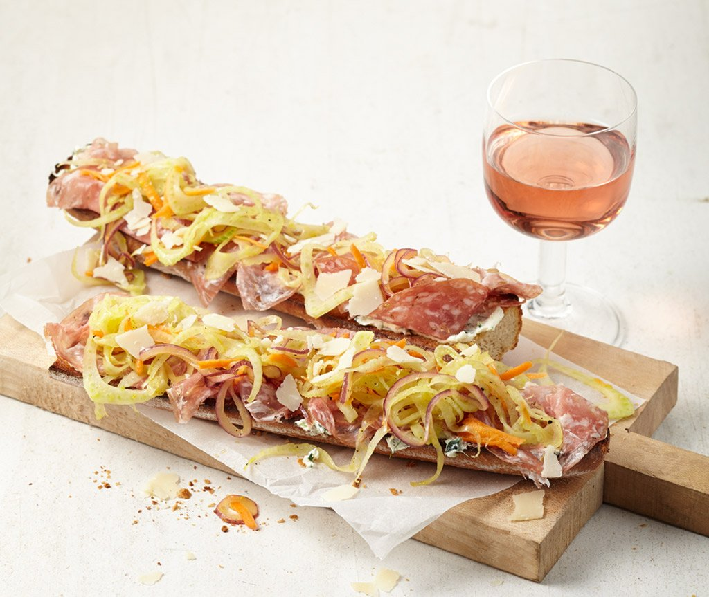 salami baguettes mit mariniertem fenchel rezept essen und trinken. Black Bedroom Furniture Sets. Home Design Ideas