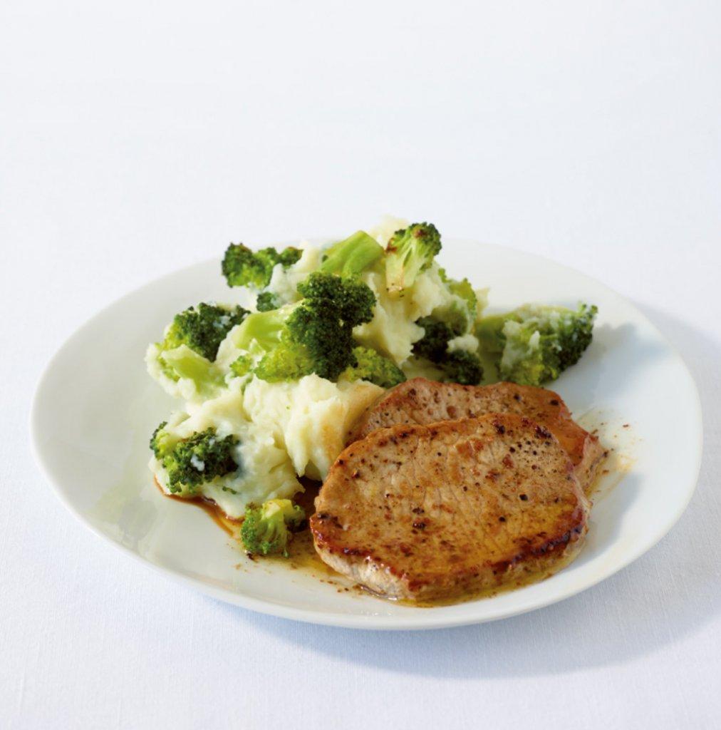 schnitzel mit broccoli kartoffelp ree rezept essen und trinken. Black Bedroom Furniture Sets. Home Design Ideas
