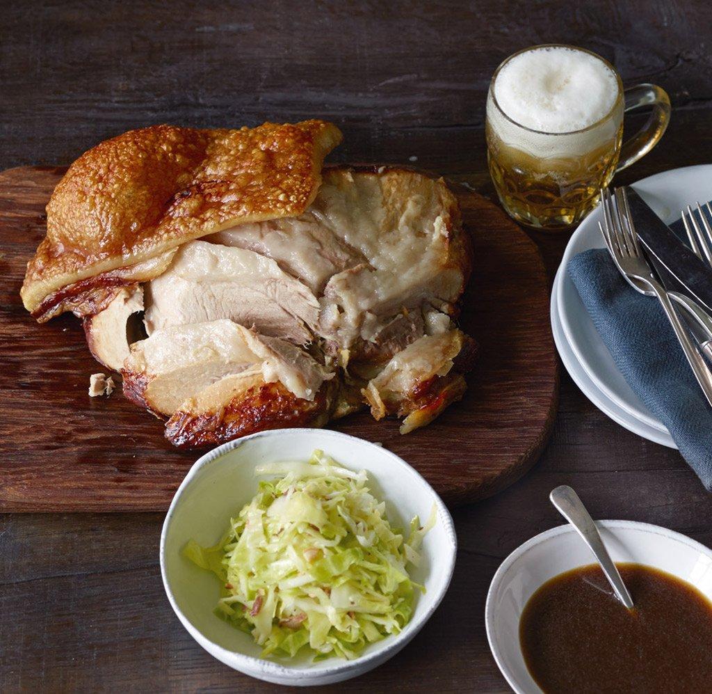 schweinekrustenbraten mit biersauce grundrezept rezept essen trinken. Black Bedroom Furniture Sets. Home Design Ideas