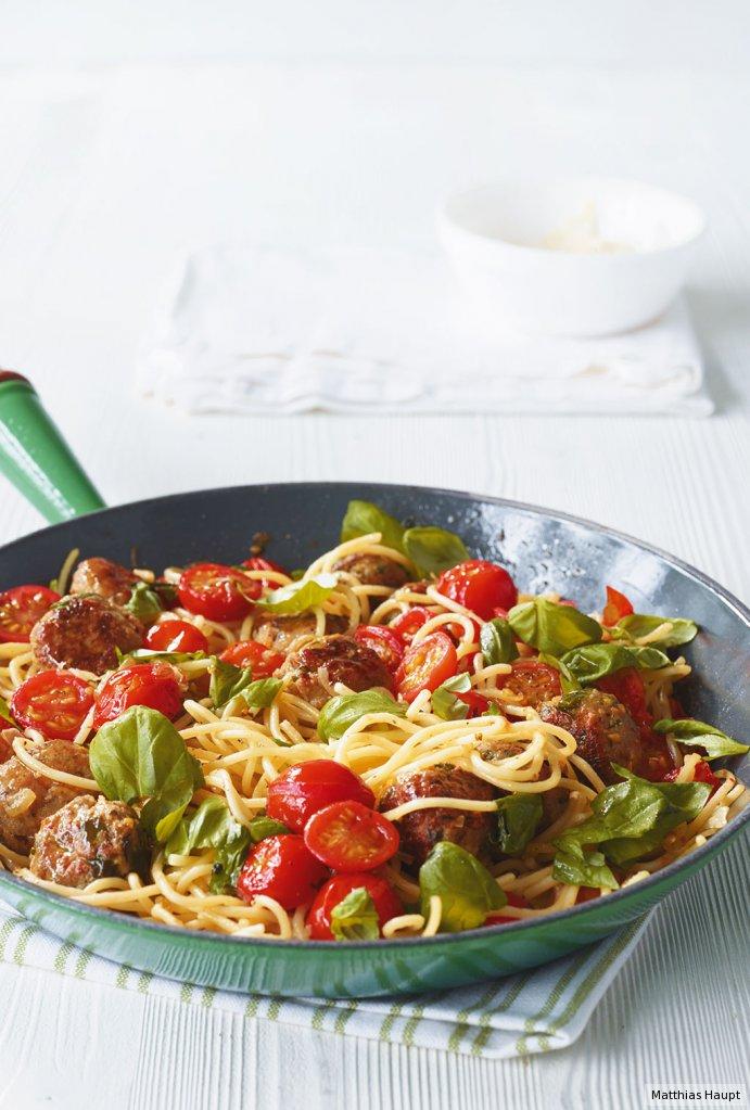 spaghetti mit mettb llchen rezept essen trinken. Black Bedroom Furniture Sets. Home Design Ideas