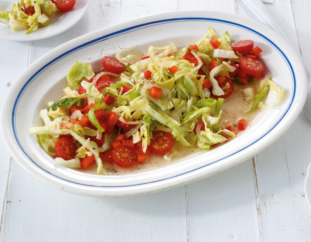 spitzkohl paprika salat rezept essen und trinken. Black Bedroom Furniture Sets. Home Design Ideas