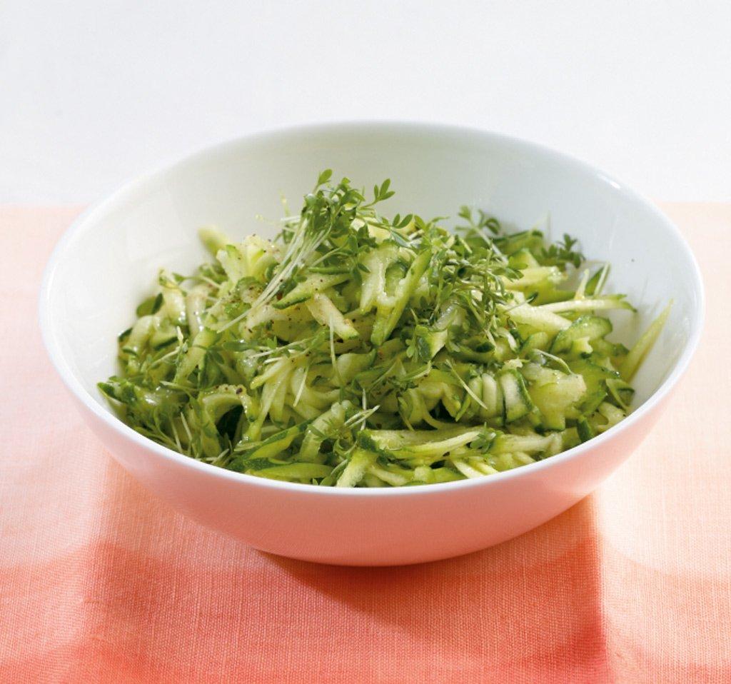 zucchini salat rezept essen und trinken. Black Bedroom Furniture Sets. Home Design Ideas