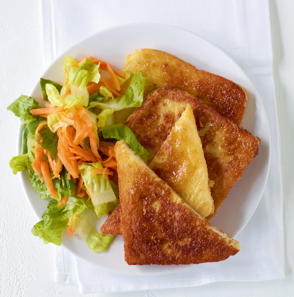 french toast mit salat rezept essen und trinken. Black Bedroom Furniture Sets. Home Design Ideas