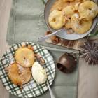 Apfelküchle mit Sauerrahmeis