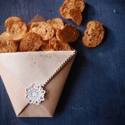 Brotchips mit Oregano-Meersalz