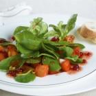 Feldsalat mit gebratenem Kürbis