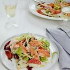 Geräucherte Lachsforelle mit Salat