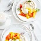 Mandel-Pavlova mit Zitrusfrüchtesalat