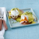 Pochierte Eier mit Kräuter-Hollandaise