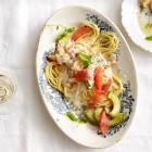 Spaghetti mit Krebsfleisch, Avocado und Grapefruit