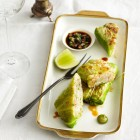 Spitzkohlrouladen mit Garnelen und Wasabi