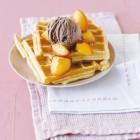 Waffeln mit Honig-Pfirsichen