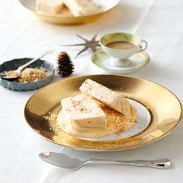 Apfel-Vanille-Parfait mit Bröseln und Sabayon